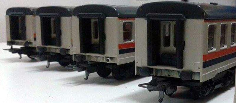 """Colorazione semplificata delle testate delle carrozze della confezione 105100 (foto da pagina Facebook """"Comprevendita trenini Lima"""")"""