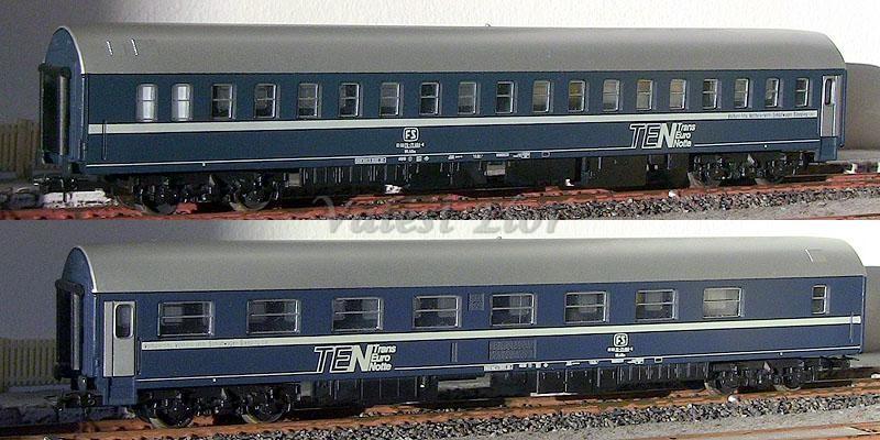 Carrozza T2s FS art. 309233, lato scompartimenti (sopra) e lato corridoio (sotto)