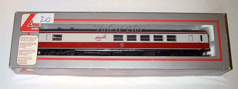 La carrozza all'interno della scatola originale