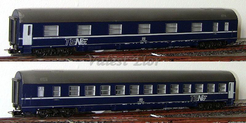 Carrozza MU FS in livrea TEN art. 2573, lato corridoio (sopra) e lato scompartimenti (sotto)