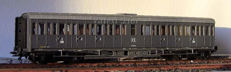 Carrozza B 36632 vista dalla fiancata lato batterie