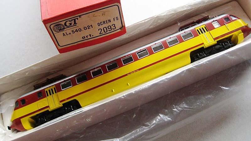 """ALe 540 021 in livrea rosso-giallo (art. 2093) – foto da pagina Facebook """"GT Modelli"""""""