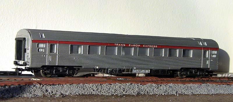 La prima versione della carrozza TEE inox, art. 1023 (con ganci non originali)