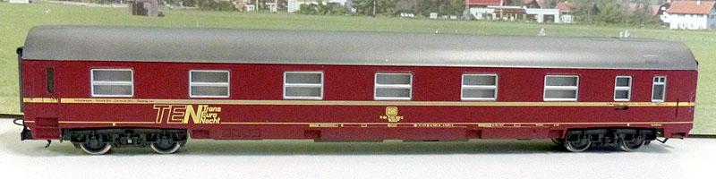 Carrozza MU DB in livrea rossa art. 2942, lato corridoio (foto da ebay)