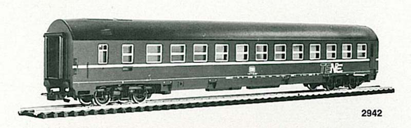 Carrozza MU DB art. 2942, in livrea blu - foto da catalogo 1983/84 (da www.rivarossi-memory.it)
