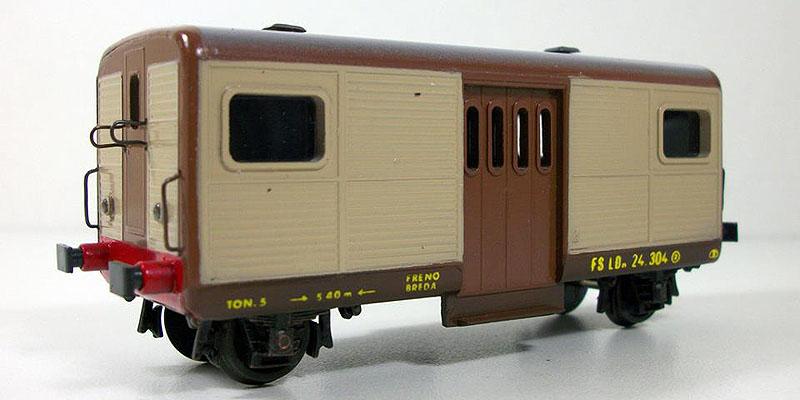 LDn 24 304 (art. 2009) con pannelli della cassa beige (foto da pagina Facebook GT Modelli)