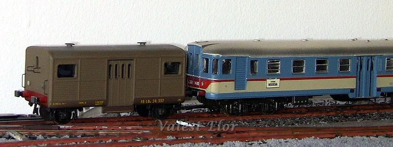 LDn 24 332 al traino di una ALn 668 Rivarossi