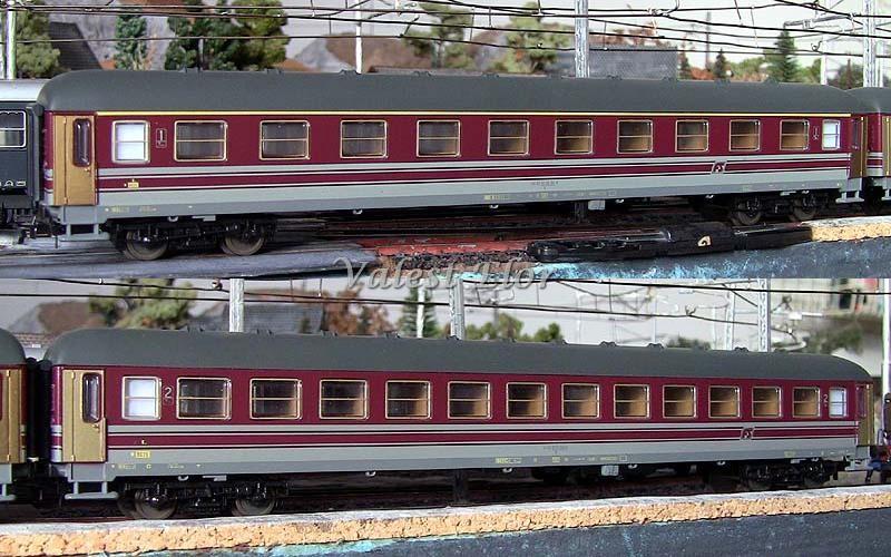 Carrozze UIC-X FS in livrea rosso fegato-grigio beige: sopra la prima classe (art. 309544K), sotto la seconda classe (art. 309545K)