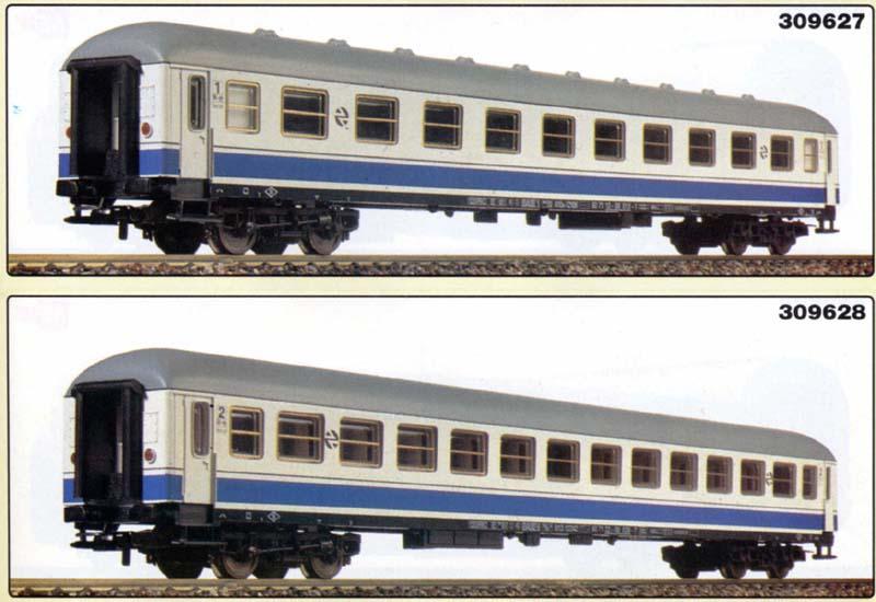 Carrozze UIC-X RENFE serie 12000: sopra la 1ª classe (art. 309627K), sotto la 2ª classe (art. 309628K) – foto da catalogo Lima 1994/95
