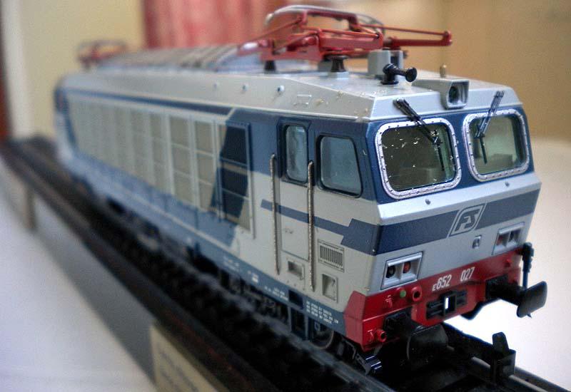 E652 027 (art. 1486), produzione 1992 in scala mista 1:80-1:87 (foto da ebay)