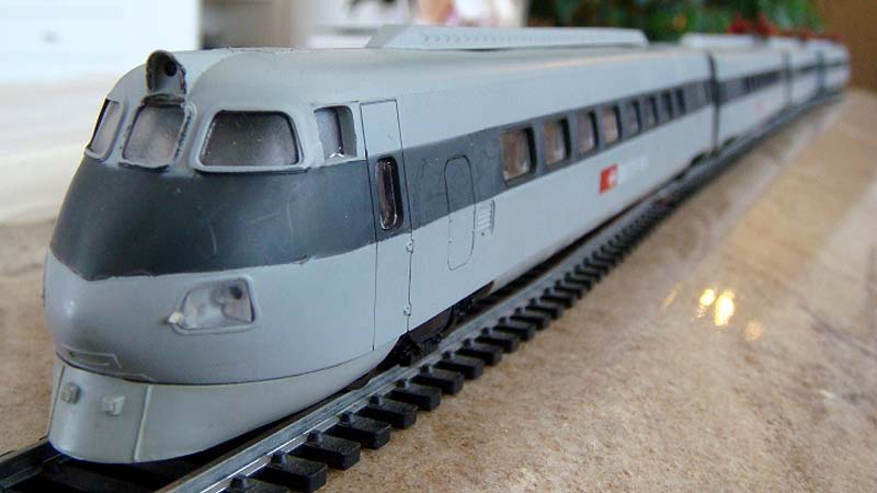 """Particolare del frontale dell'ETR 450 """"svizzero"""" (foto da alte-modellbahnen.xobor.de)"""