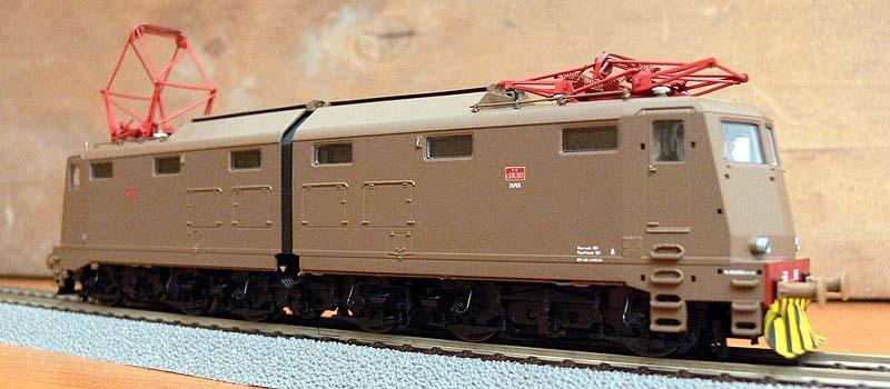 E636 085 in livrea isabella con boccole a rulli, art. 43604.1 (foto da ebay)