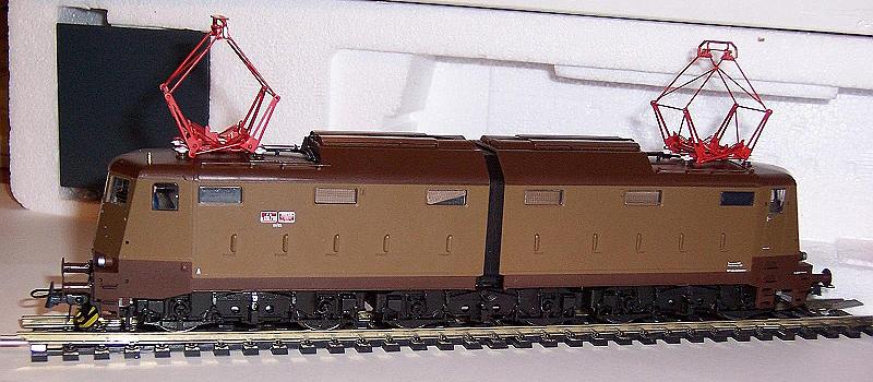 E636 210, art. 63857, in livrea castano-isabella - foto da Trainzitaliafoto.com