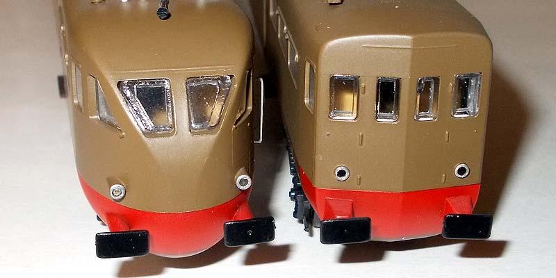 Testate a confronto: a sinistra l'elettromotrice, a destra il rimorchio - foto da ebay