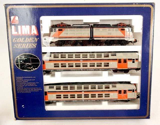 Confezione con locomotiva FS E646 e due carrozze, art. 149804 - foto da liveauctioneers.com
