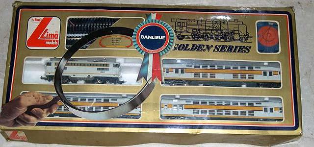 Confezione con locomotiva SNCF BB17000 e 3 carrozze - foto da bakeca.it