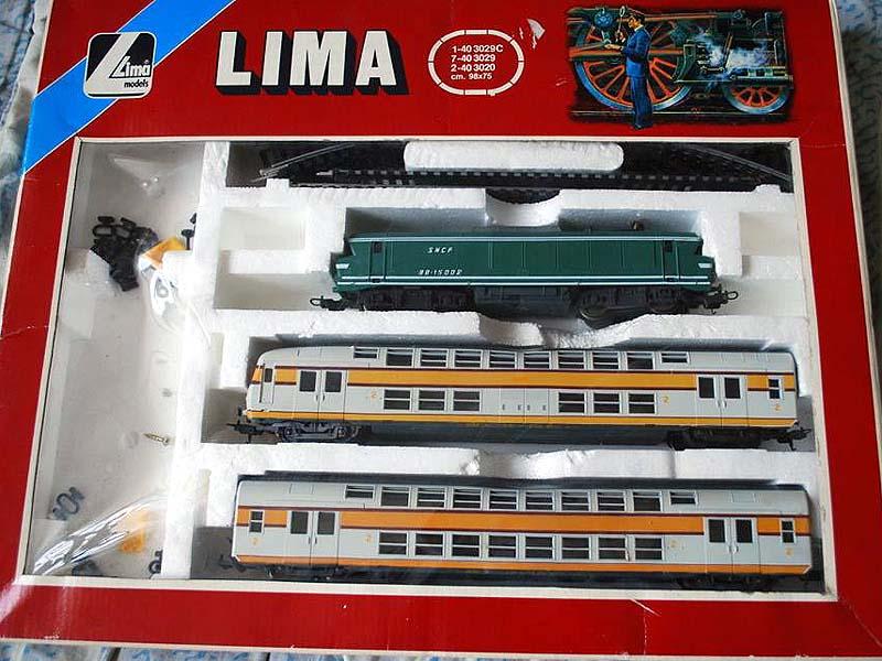 """Confezione con locomotiva BB 15000 SNCF e due carrozze - foto da pagina Facebook """"Lima trenini elettrici"""""""