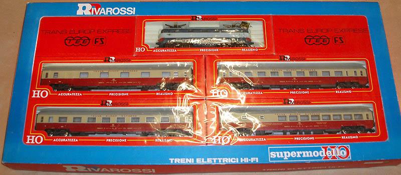 Confezione art. 133, con locomotiva E444 e 4 carrozze - foto da ebay