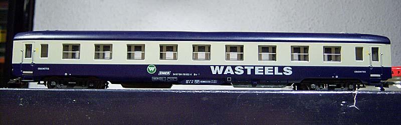 """Carrozza cuccette Euroscale blu-grigio con insegne """"Wasteels"""", art. 8711 - foto forum.e-train.fr"""