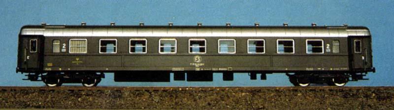 Carrozza con posto ristoro in livrea grigio ardesia prodotta per Euroscale, art. 8306 - foto da pubblicità Euroscale