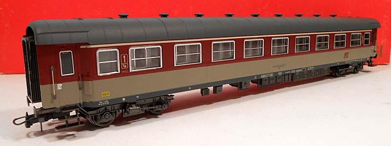 Carrozza di 1ª classe rosso fegato-grigio beige, art. 3500 – foto da ebay