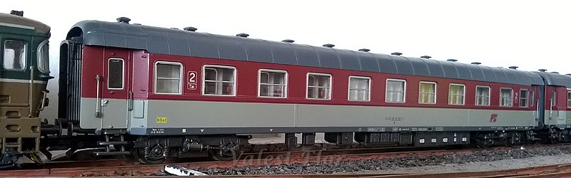 Carrozza di 2ª classe rosso fegato-grigio beige, art. 3502