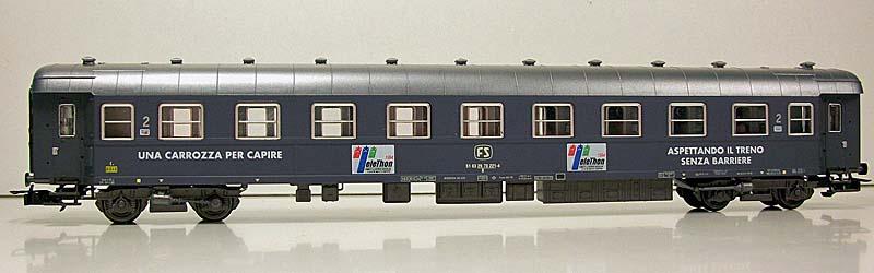 Carrozza in livrea grigio ardesia con insegne Telethon e UILDM prodotta per Norisberghen, lato corridoio, art. 5641 - foto da ebay