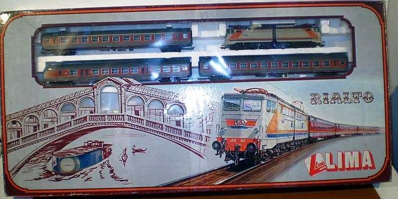 """Confezione """"Rialto"""" con locomotiva E646 049 e carrozze MDVE, art. 107051T - foto da redsbazaar.it"""