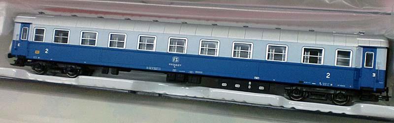 """Carrozza di 2ª classe in livrea Treno Azzurro con logo FS """"a televisore"""", art. HR4222 - foto da ebay"""