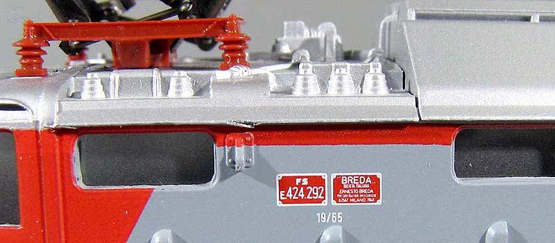 Dettaglio della fiancata dell'E424 292, con il separatore D'Arbela sul tetto - foto da ebay