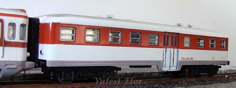 Ln 664 3502 in livrea bianco-rosso (art. 3065)