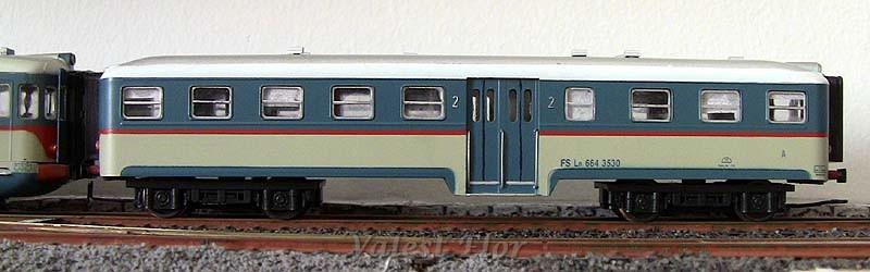 Ln 664 3530 in livrea beige-azzurro (art. 3063), fiancata destra