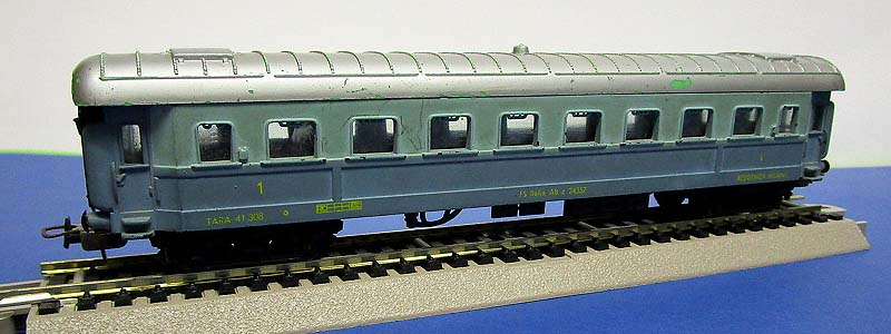 "Carrozza FS in livrea blu-celeste ""Treno Azzurro"", art. 9102 - foto da ebay"