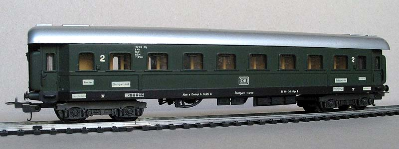 Carrozza DB in livrea verde, art. 9104 - foto da lima-tribute.it