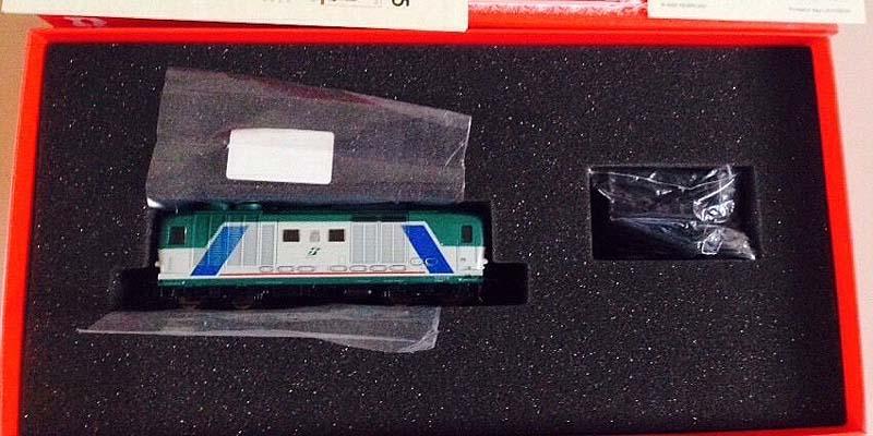 La D445 1074, art. R1758 (Rivarossi) nella sua gigantesca scatola - foto da ebay