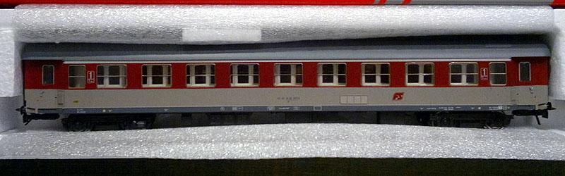 """Carrozza """"tipo 1946T"""" in livrea rosso fegato-grigio beige, art. 50253 - foto da ebay"""