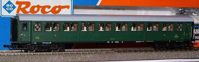 Carrozza serie 20.000 di 2ª classe in livrea verde, art. 44700 - foto da ebay