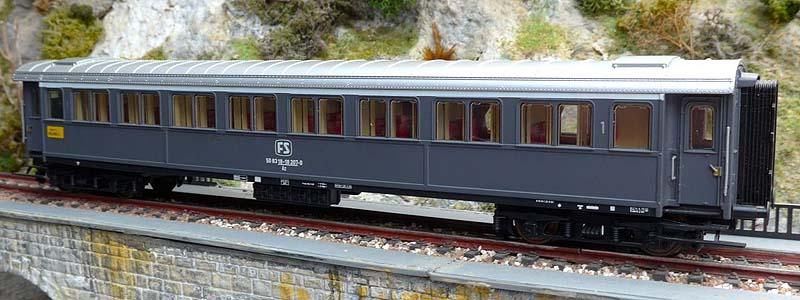 Prima versione della carrozza serie 20.000 di 1ª classe in livrea grigio ardesia (con telaio nero), art. 44703 - foto da ebay