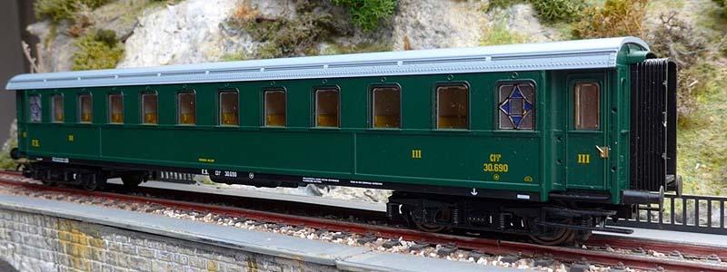 Carrozza serie 30.000 di 3ª classe in livrea verde, art. 44704 - foto da ebay