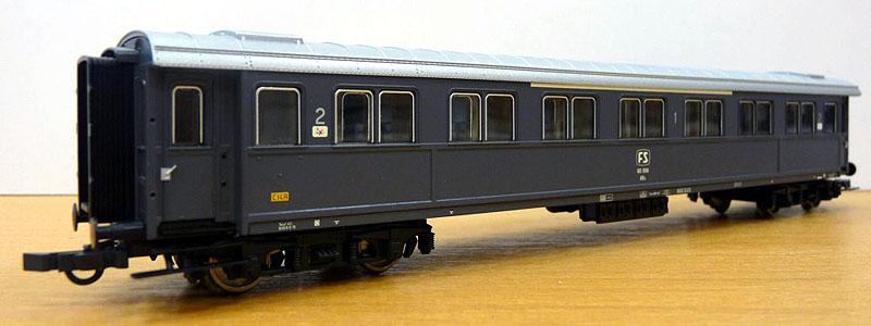Carrozza serie 60.000 mista di 1ª e 2ª classe in livrea grigio ardesia con marcatura FS, art. 44711 - foto da minimondo2002.it