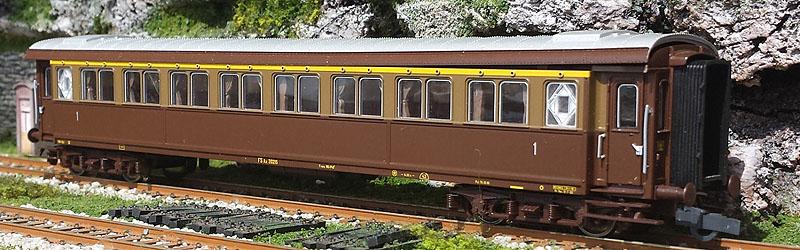 Carrozza serie 20.000 di 1ª classe in livrea castano-isabella, art. 45695 - foto da ebay