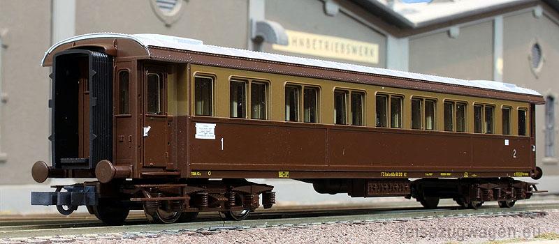 Carrozza serie 50.100 mista di 1ª e 2ª classe in livrea castano-isabella, facente parte della confezione art. 64031 - foto da reisezugwagen.eu