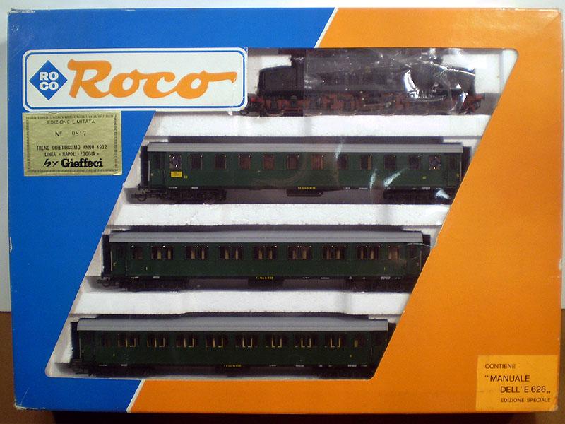 Confezione con E626 nera e tre carrozze verdi, art. 43041 - foto da redsbazaar.it