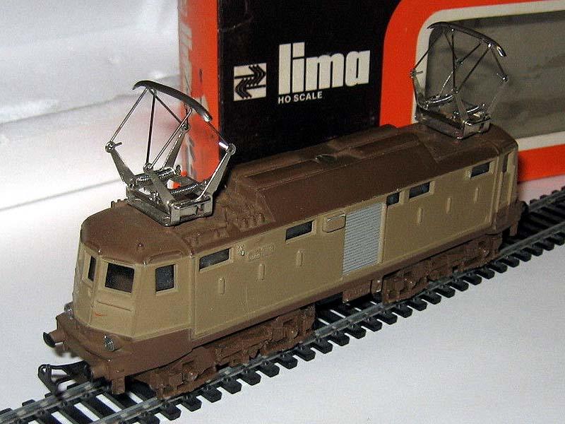 E424 143, prima versione, da notare la vite al centro del tetto e i ganci non a occhiello - foto da ebay