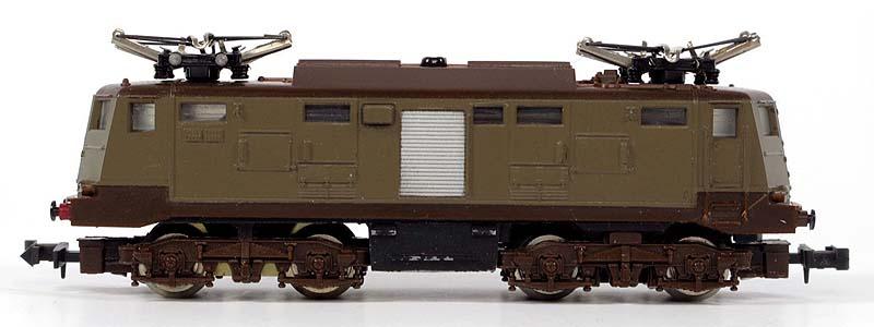 E424 143 di produzione anni '70, con carrelli (quasi corretti) e vite sul tetto - foto da ebay