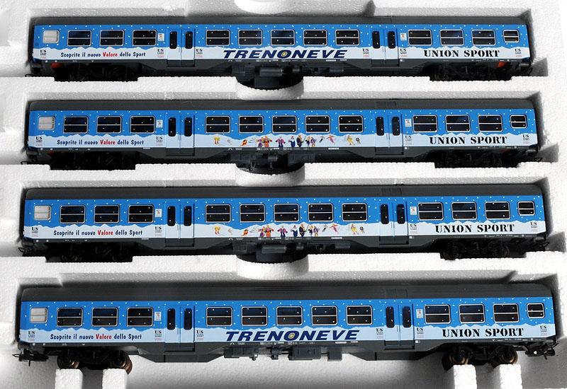 """Confezione con 4 carrozze in livrea """"Treno neve"""", art. 149706 - foto da lima-tribute.it"""