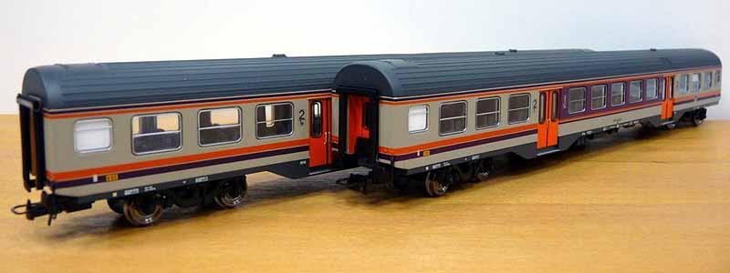 Coppia di carrozze in livrea d'origine, art. HR4062 - foto da minimondo2002.it