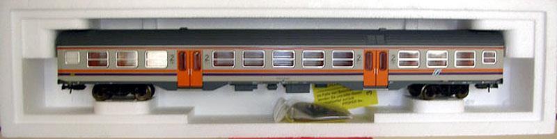 Carrozza MDVC di 2ª classe con nuovo logo FS, art. R3712 – foto da allevimodellismo.it