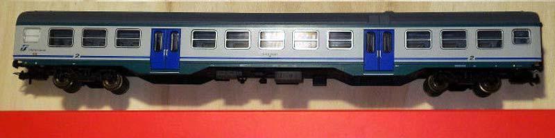 Carrozza MDVC di 2ª classe in livrea XMPR con tetto grigio, art. R3713 – foto da ebay