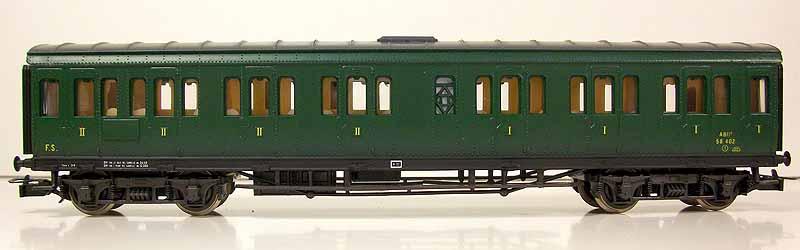 Carrozza ABIz 58.402, art. 2454, in livrea verde vagone, lato scompartimenti - foto da ebay